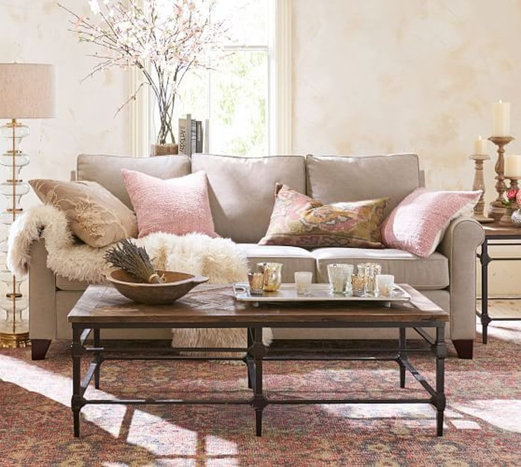 Lovely Pink Living Room Decor Ideas 24