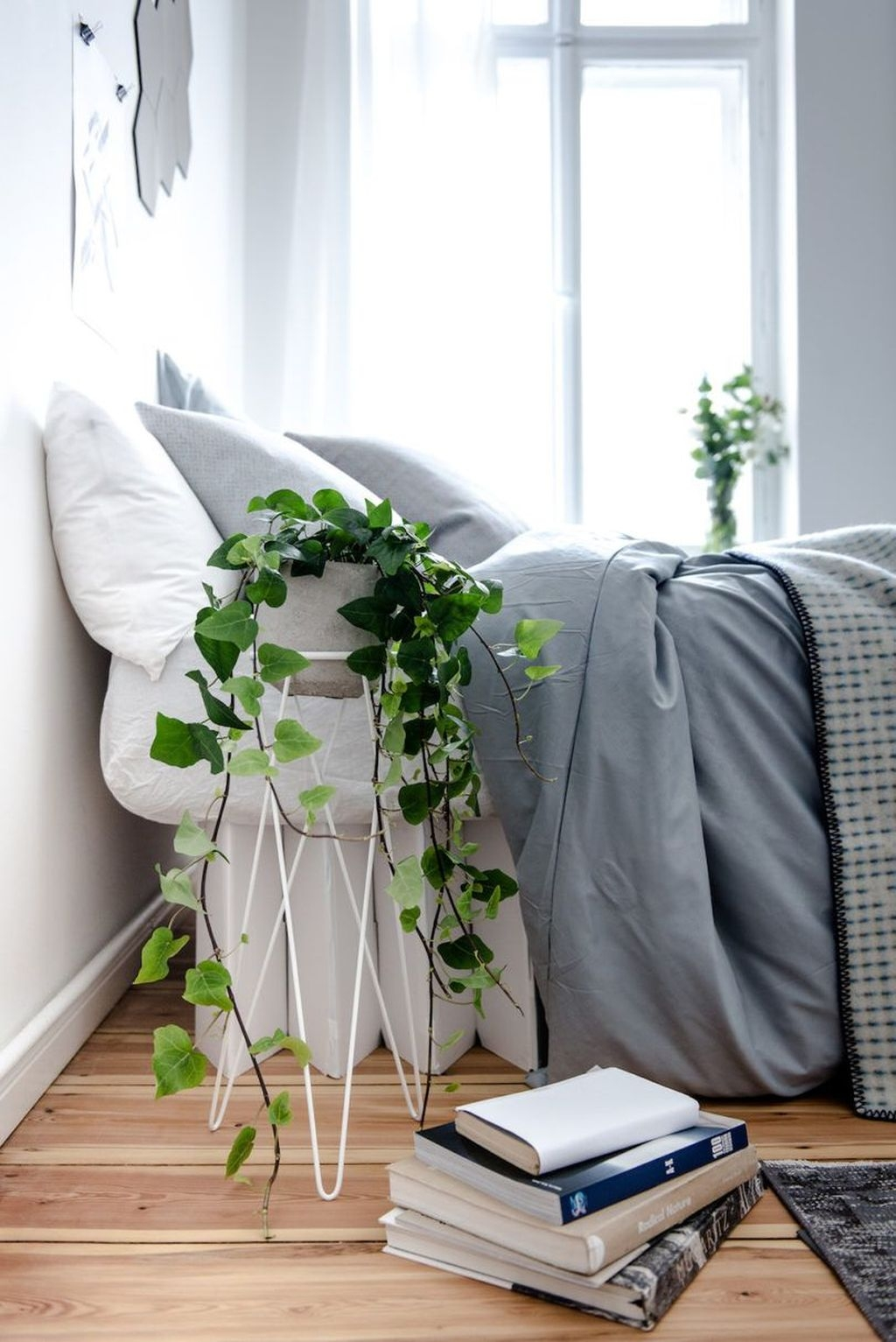 Minimalist Scandinavian Bedroom Decor Ideas 26