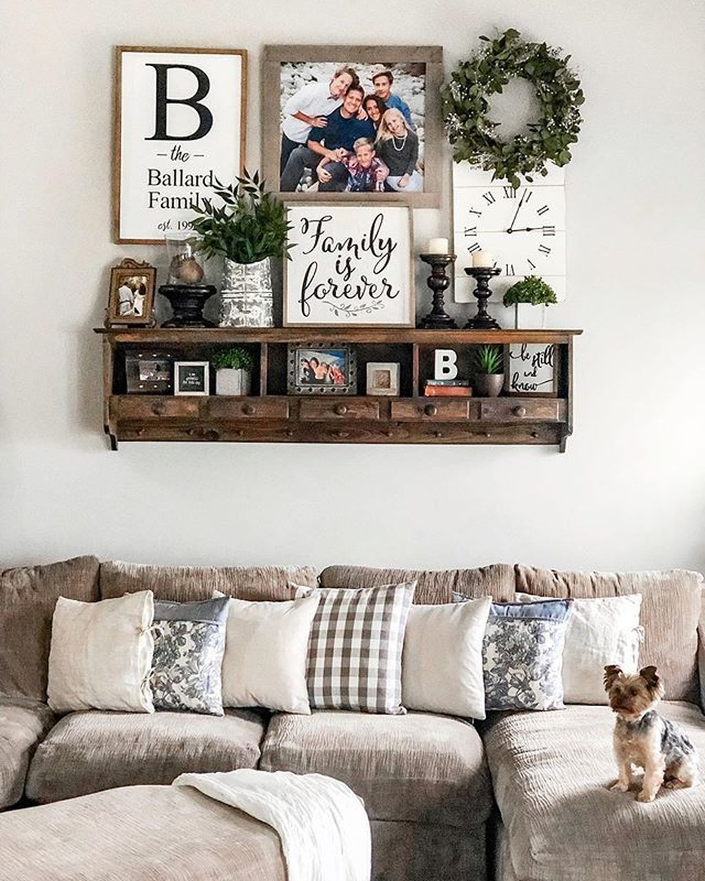 Admirable Farmhouse Living Room Decor Ideas 20