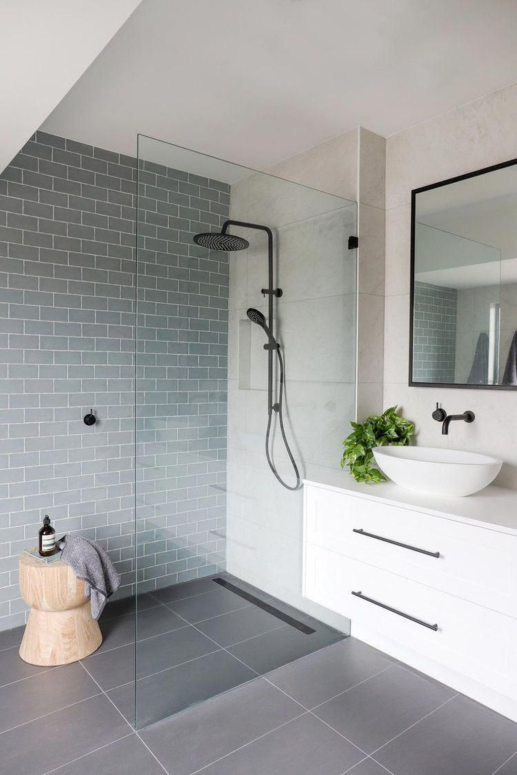 Amazing White Tile Bathroom Design Ideas Looks Elegant 11