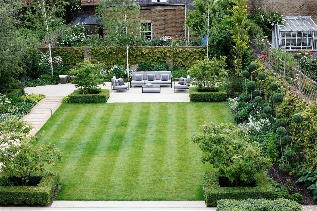 Beautiful Formal Garden Design Ideas 02