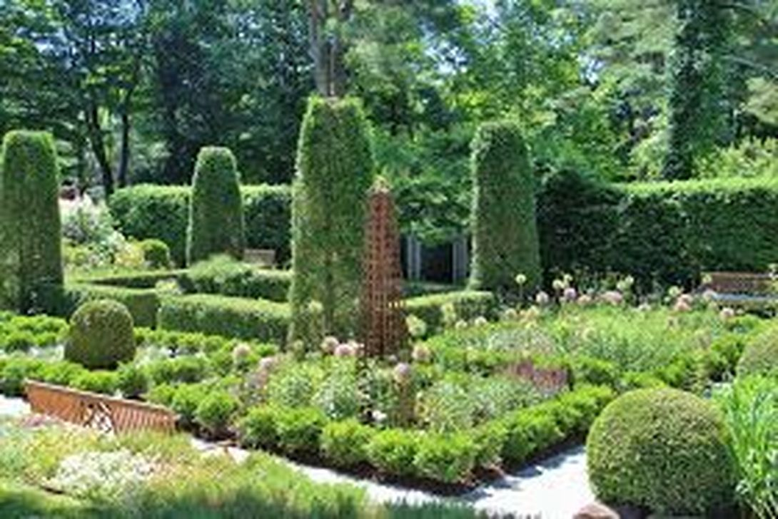 Beautiful Formal Garden Design Ideas 13