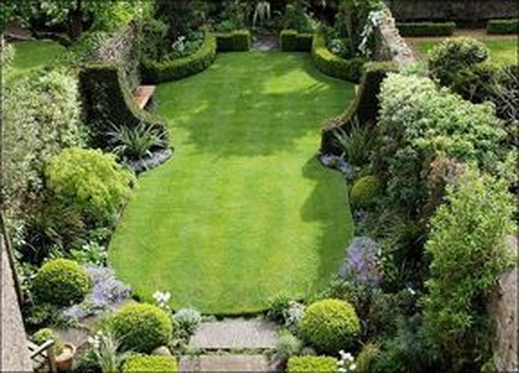 Beautiful Formal Garden Design Ideas 16
