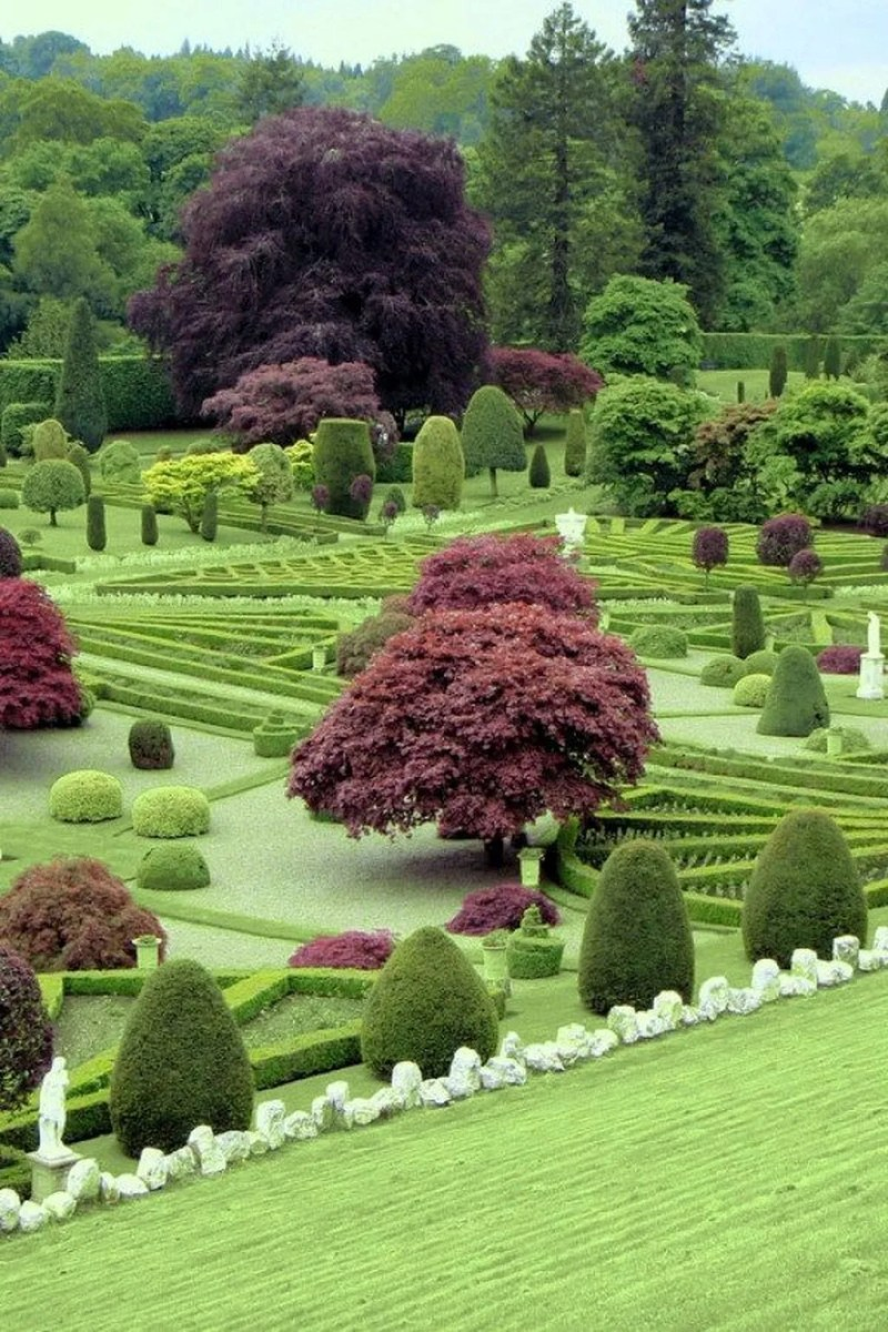 Beautiful Formal Garden Design Ideas 19