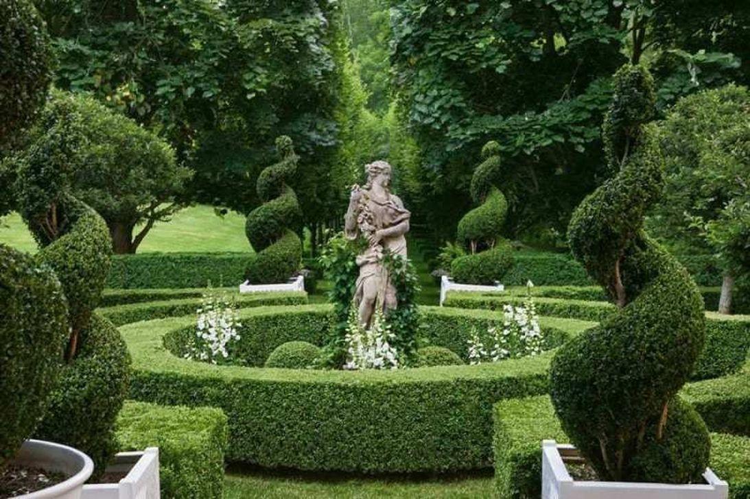 Beautiful Formal Garden Design Ideas 28