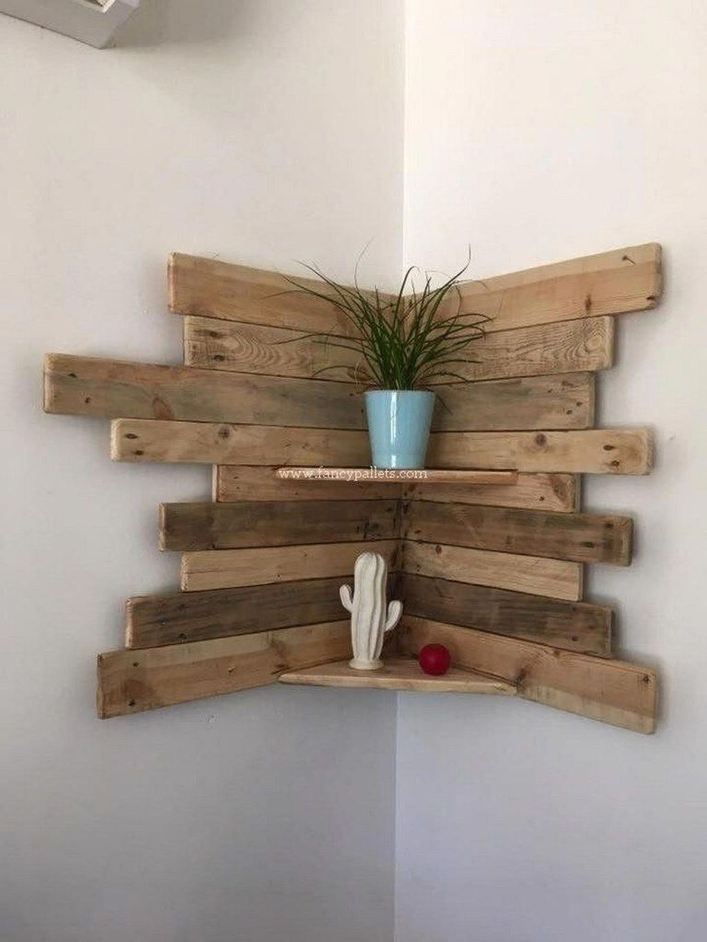 Fabulous Pallet Wall Decor Ideas To Beautify Your Interior 08