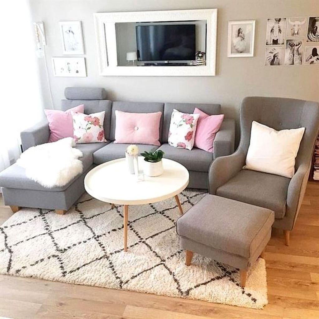 Fascinating Small Apartment Living Room Decor Ideas 16