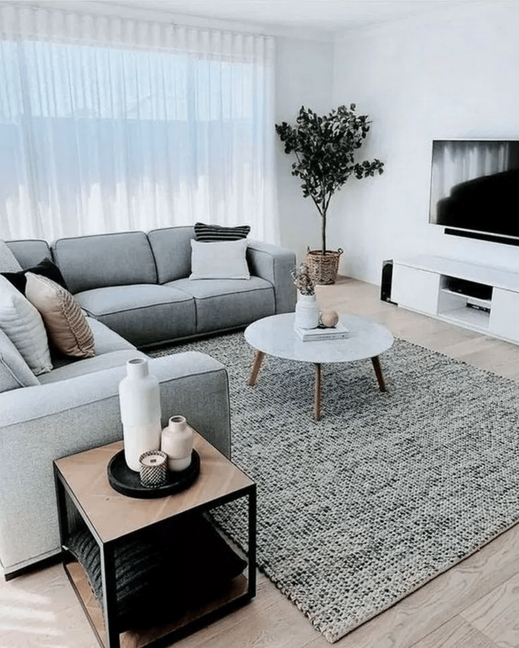 Fascinating Small Apartment Living Room Decor Ideas 32