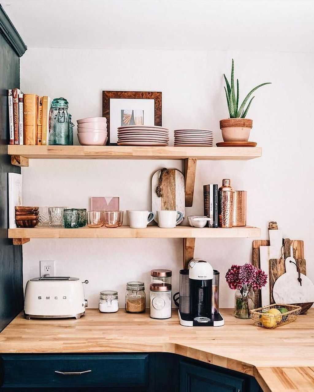 Gorgeous Kitchen Shelves Ideas You Must Have 04