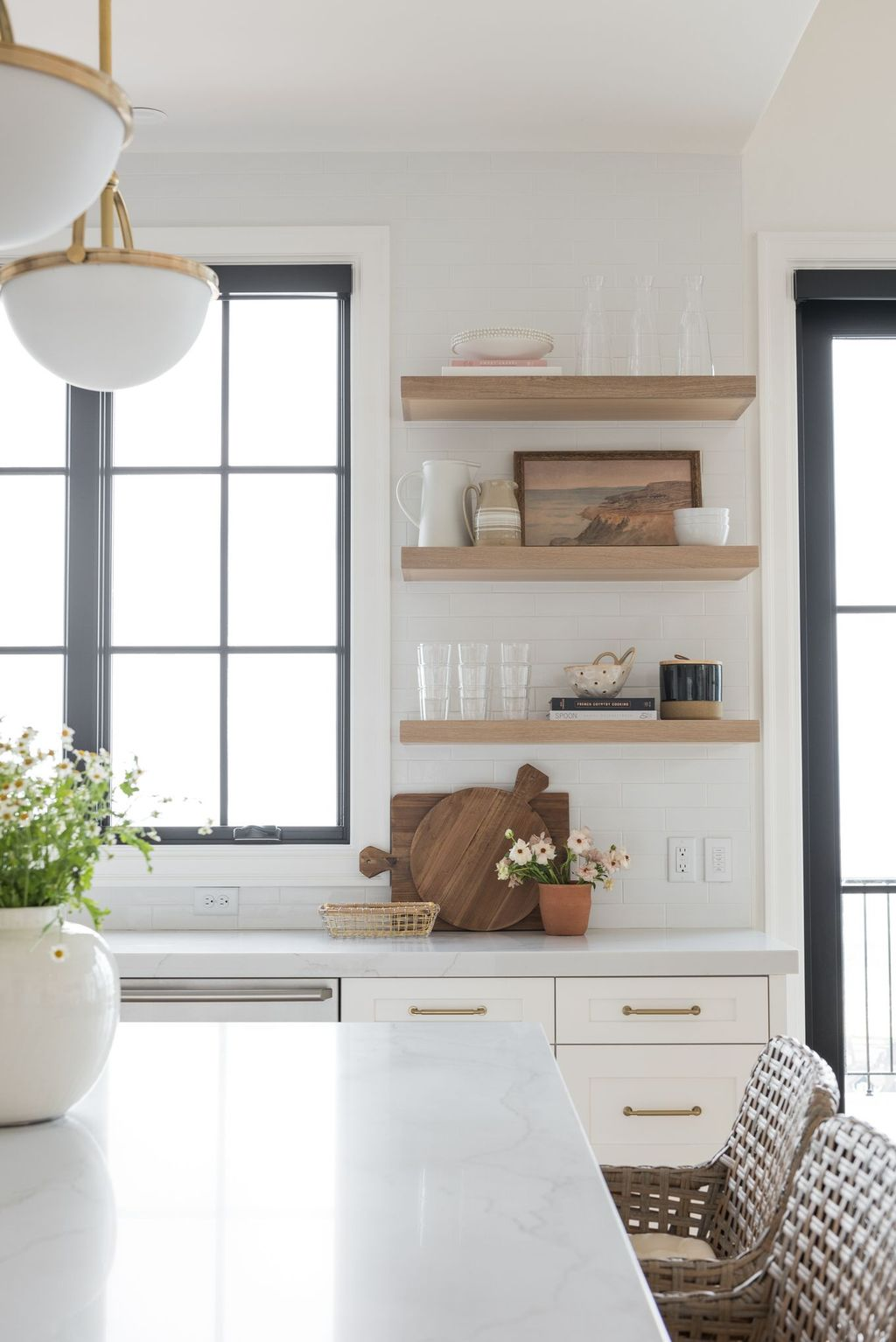 Gorgeous Kitchen Shelves Ideas You Must Have 24