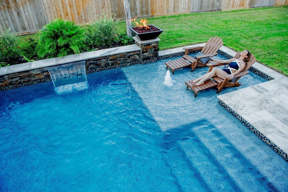 Stunning Backyard Pool Landscaping Ideas 04