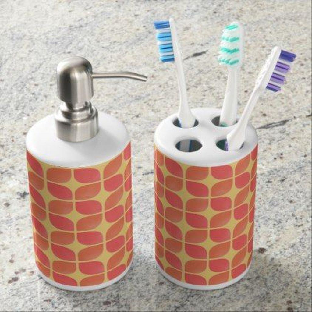 Affordable Coral Color Bathroom Decor Ideas 06