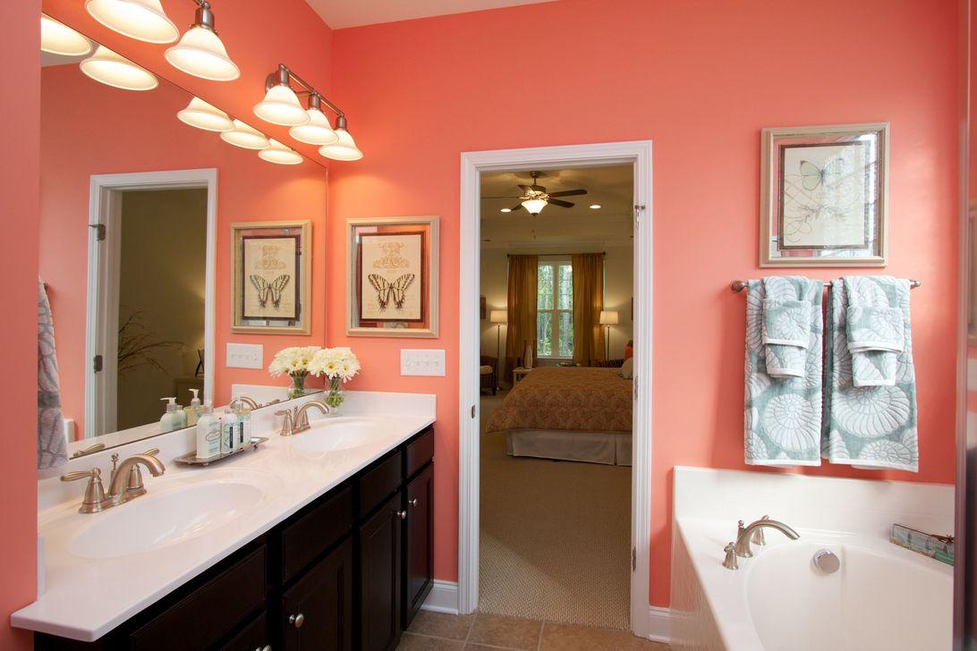 Affordable Coral Color Bathroom Decor Ideas 29