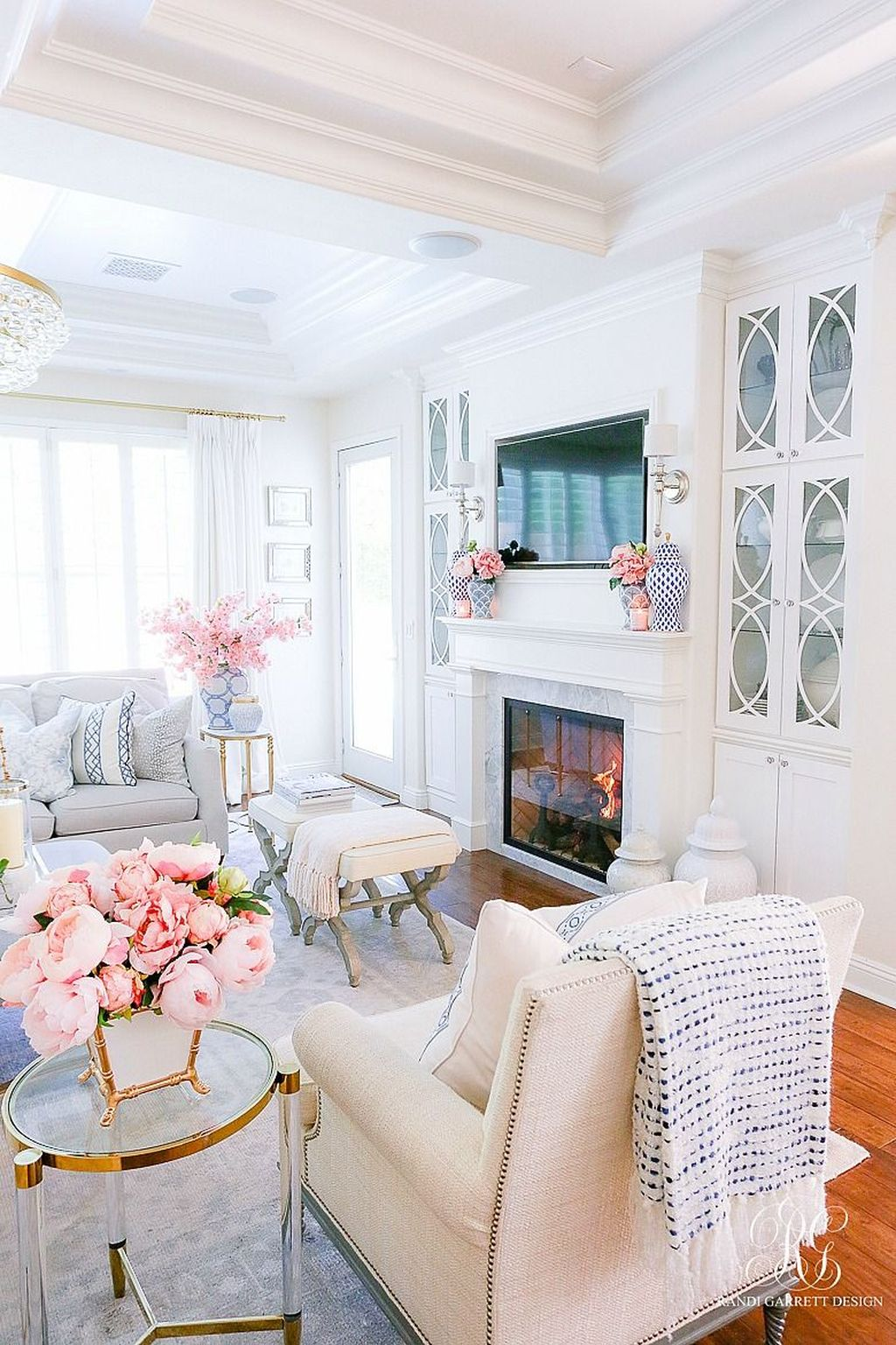 Amazing Floral Living Room Decor Ideas That You Will Love 10