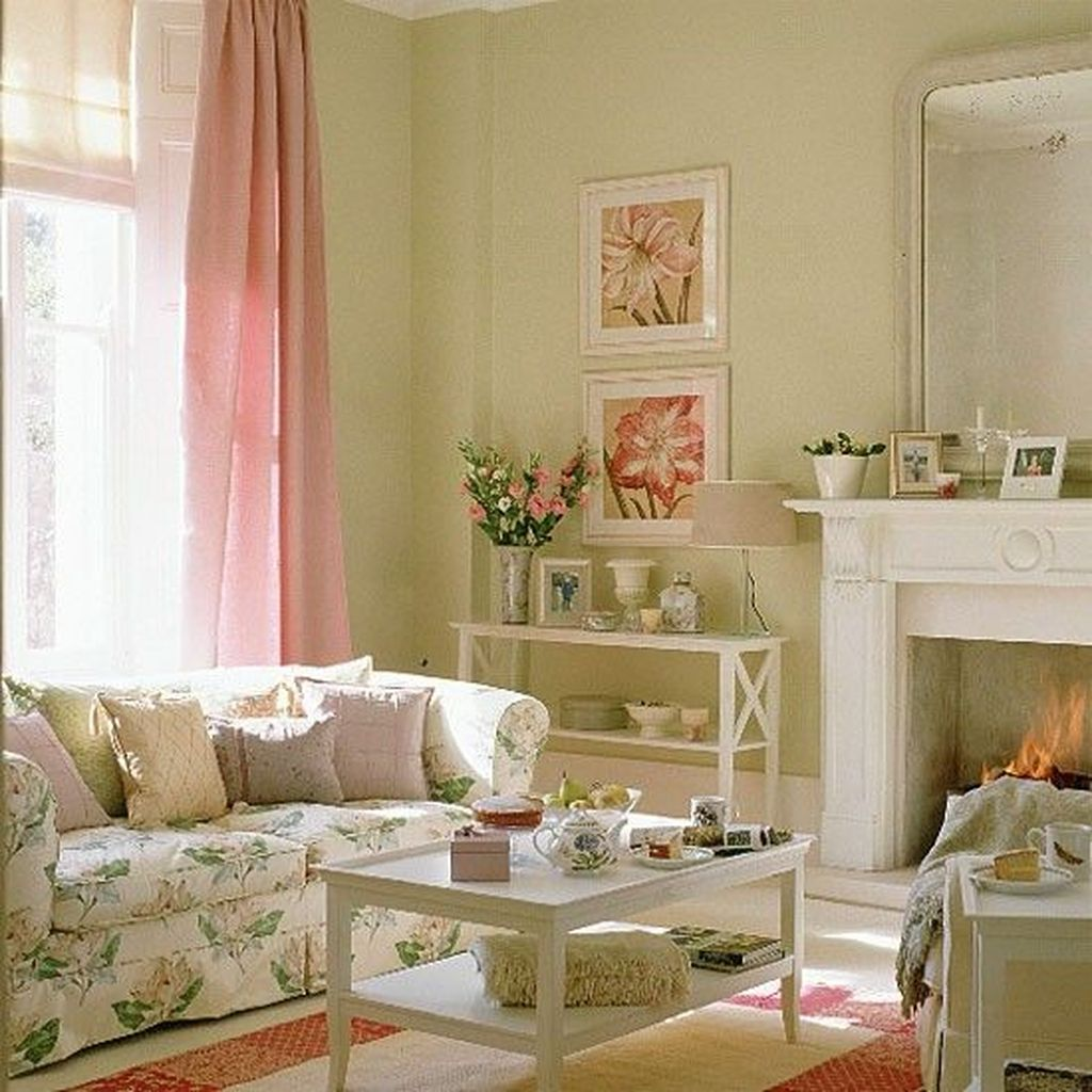 Amazing Floral Living Room Decor Ideas That You Will Love 12