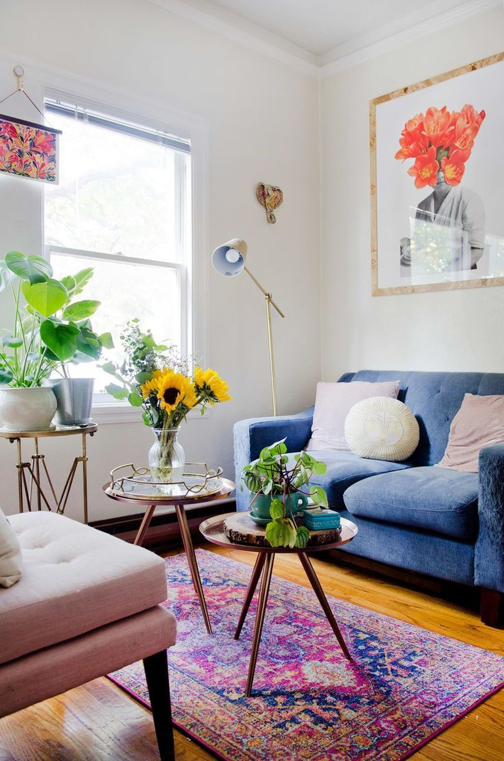 Amazing Floral Living Room Decor Ideas That You Will Love 16