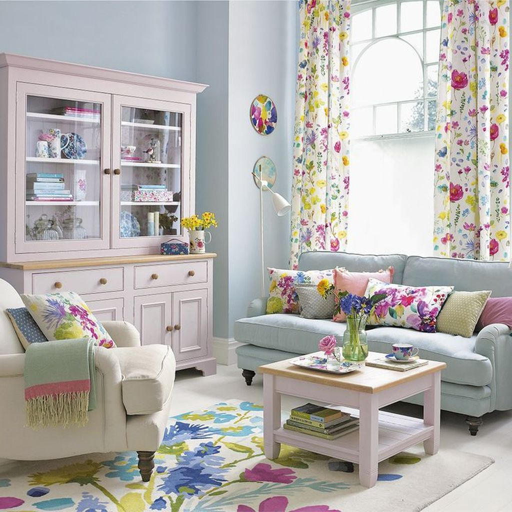 Amazing Floral Living Room Decor Ideas That You Will Love 27