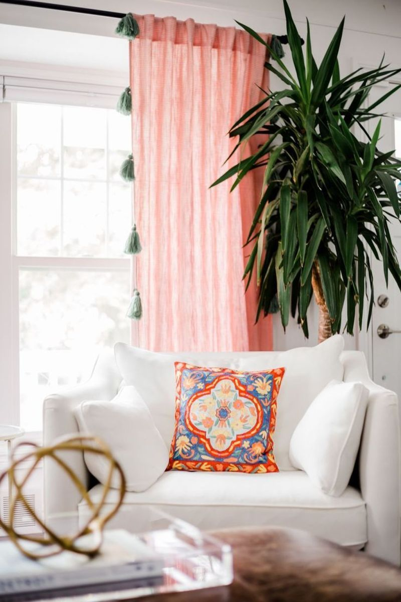 Amazing Floral Living Room Decor Ideas That You Will Love 28