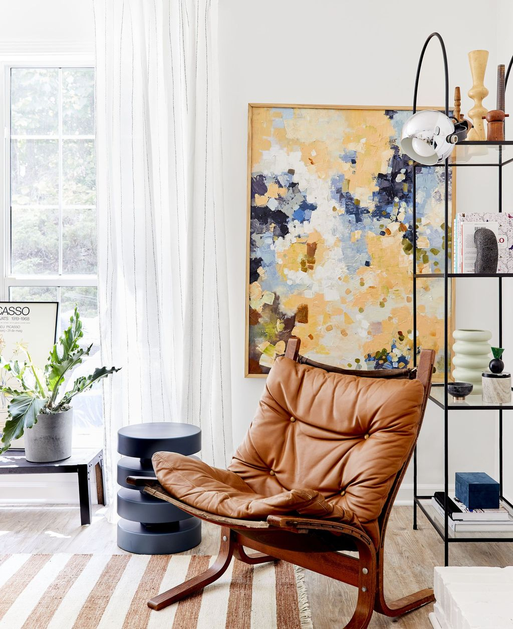 Amazing Floral Living Room Decor Ideas That You Will Love 35