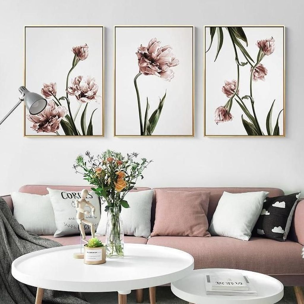 Amazing Floral Living Room Decor Ideas That You Will Love 36
