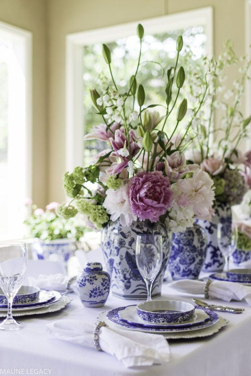 Amazing Summer Tablescapes For Dining Room Decor 03