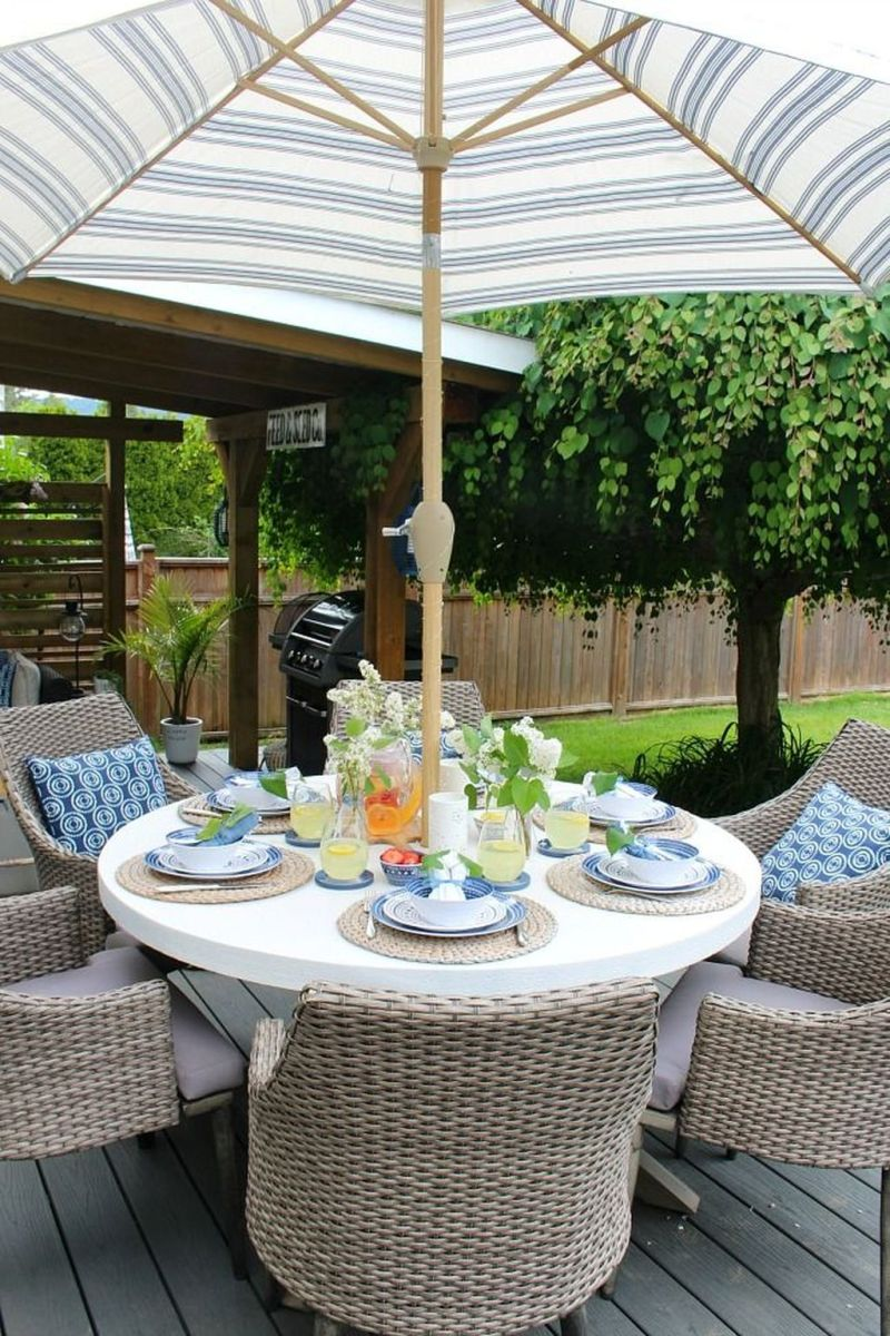 Amazing Summer Tablescapes For Dining Room Decor 17