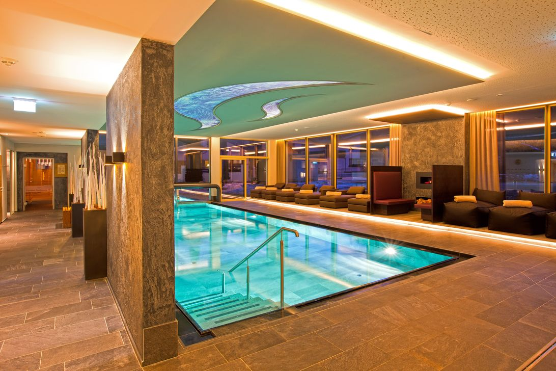 Beautiful Modern Indoor Pool Design Ideas You Must Have 04