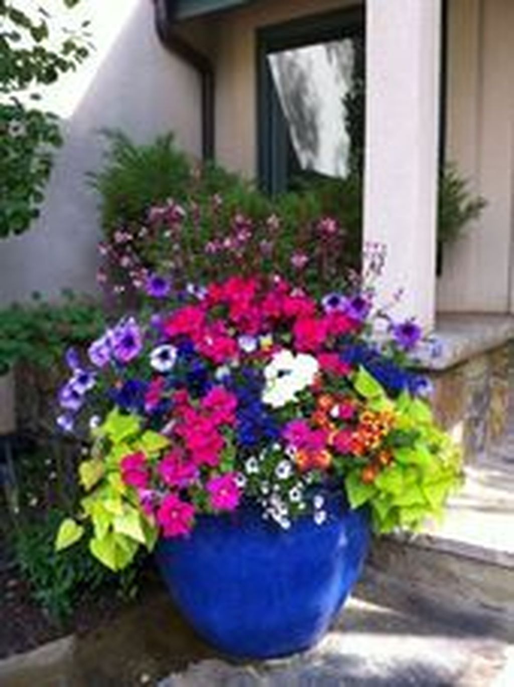 Beautiful Summer Planters Ideas For Front Door Decor 02