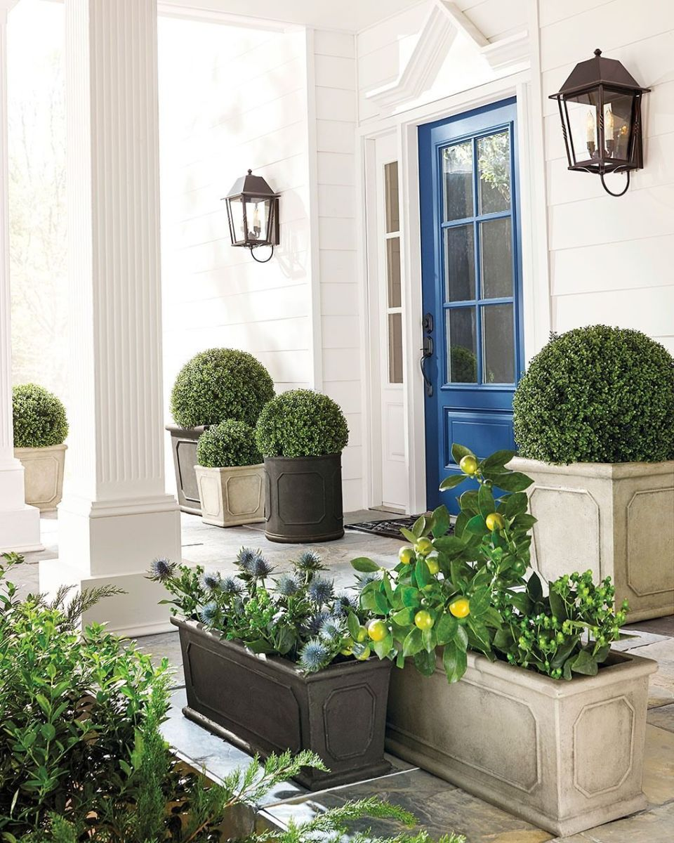 Beautiful Summer Planters Ideas For Front Door Decor 10