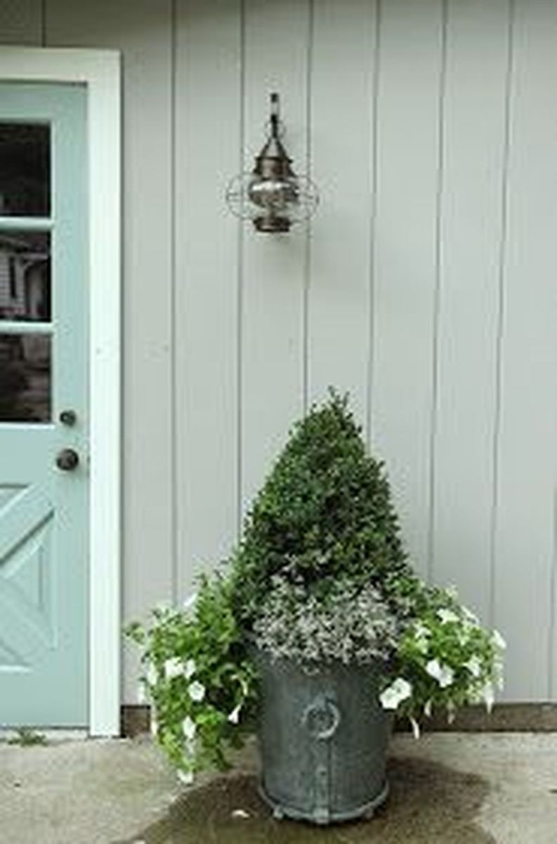 Beautiful Summer Planters Ideas For Front Door Decor 14