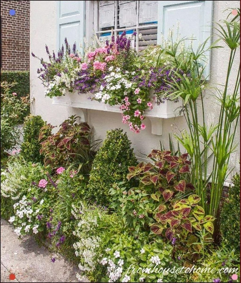Beautiful Summer Planters Ideas For Front Door Decor 24