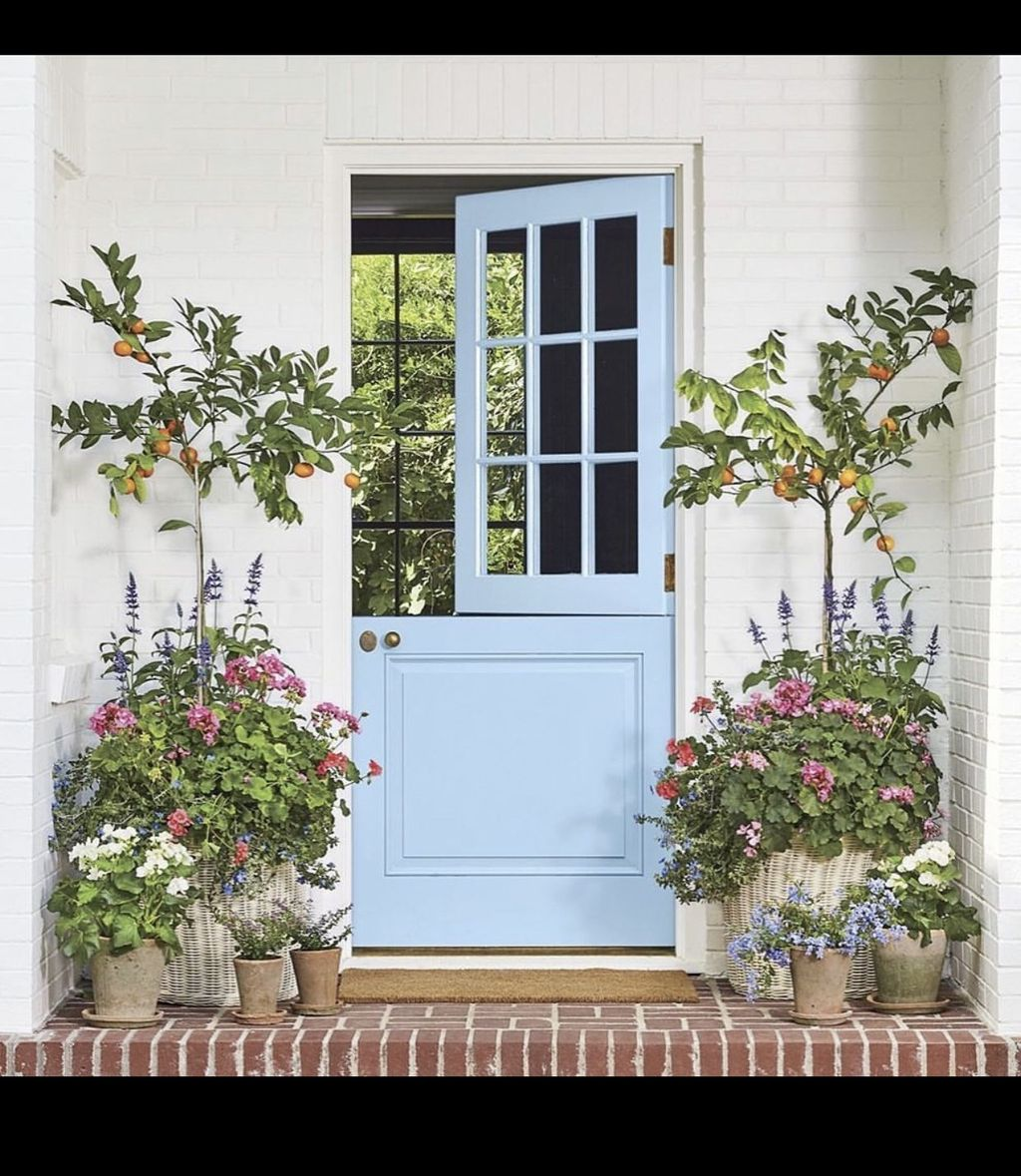 Beautiful Summer Planters Ideas For Front Door Decor 32