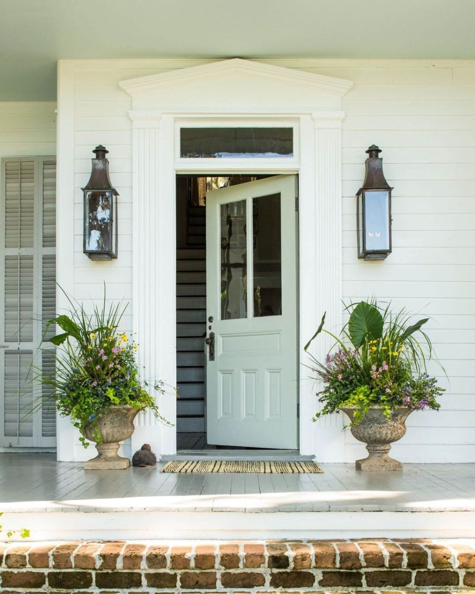 Beautiful Summer Planters Ideas For Front Door Decor 35