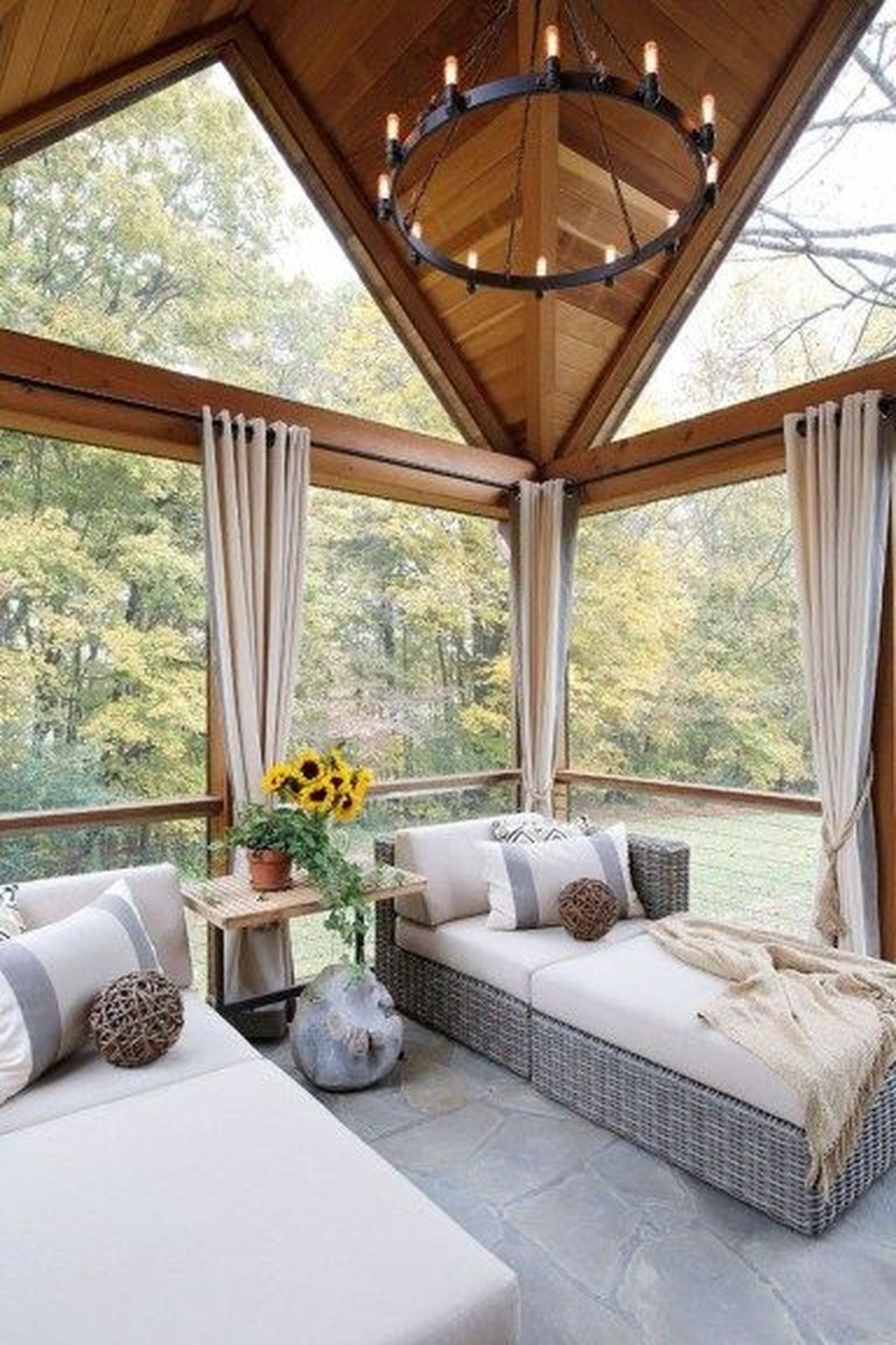 Charming Small Sunroom Decorating Ideas You Must Try 01