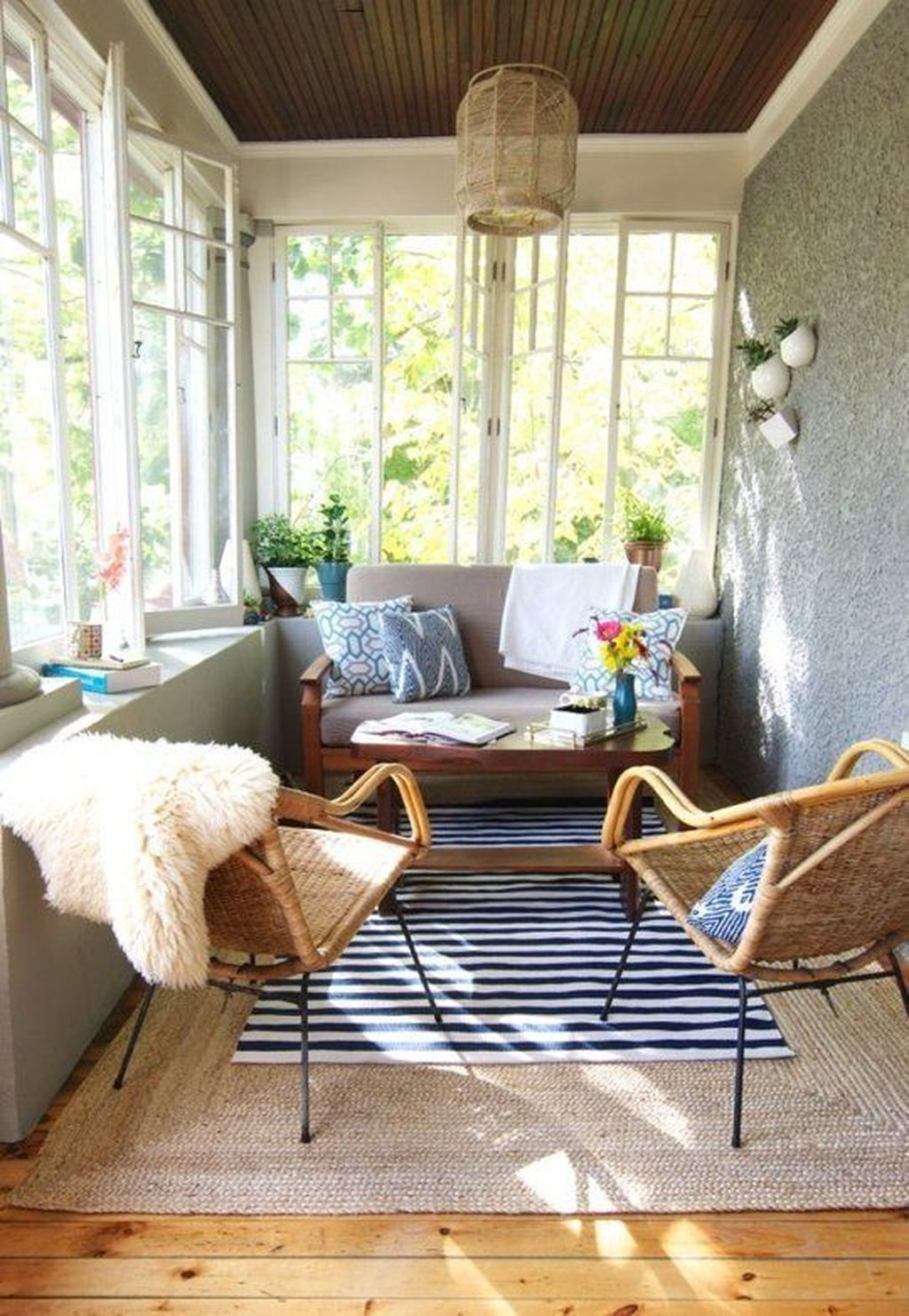 Charming Small Sunroom Decorating Ideas You Must Try 11