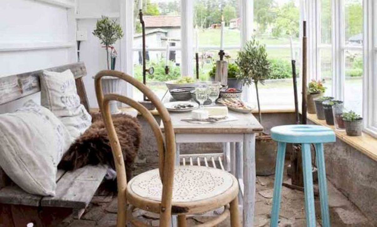Charming Small Sunroom Decorating Ideas You Must Try 18
