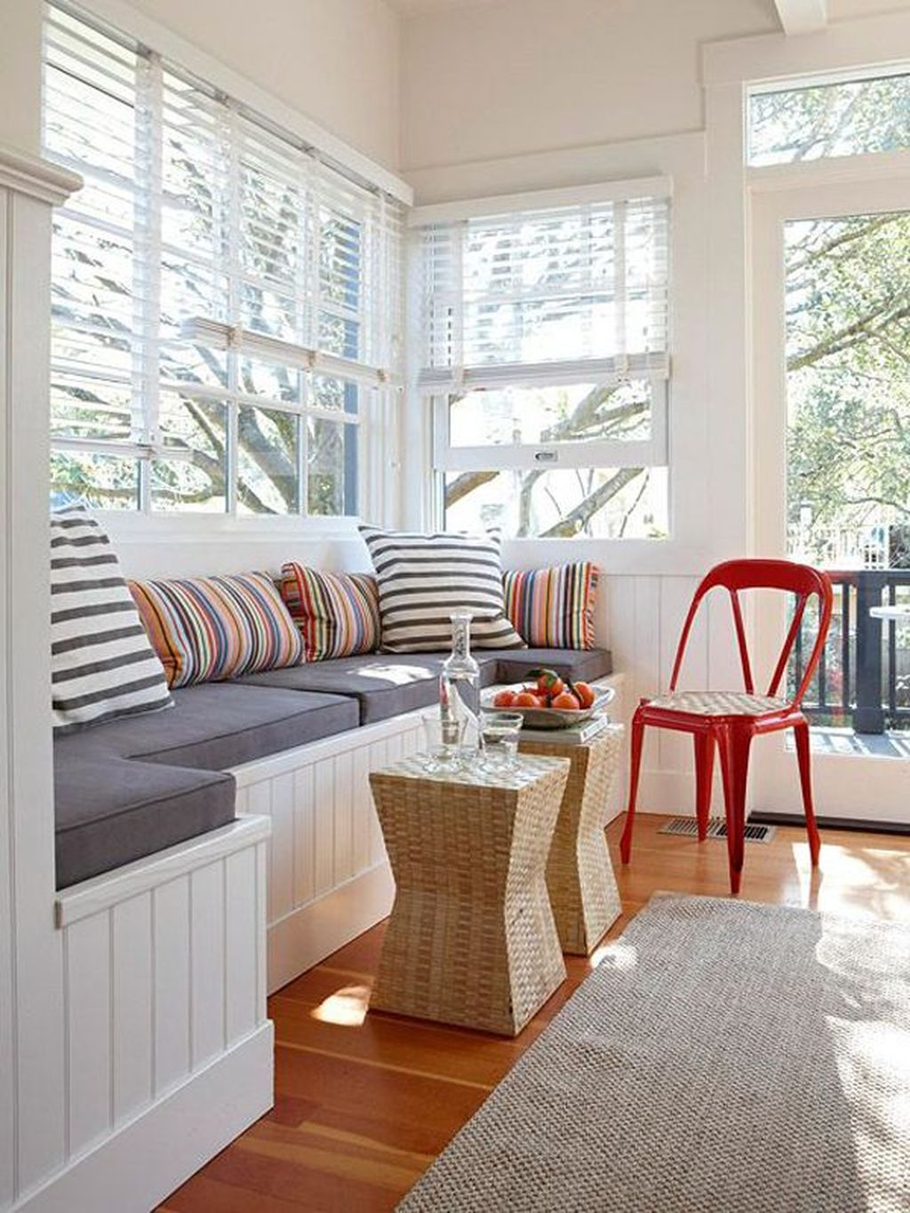 Charming Small Sunroom Decorating Ideas You Must Try 34