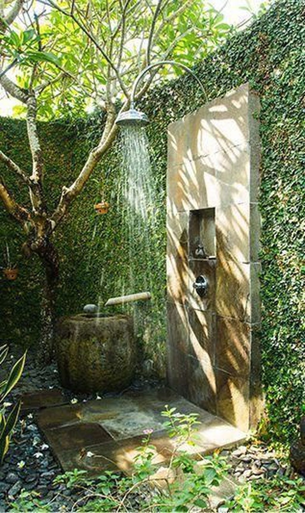 Creative Outdoor Bathroom Design Ideas For Enjoying Summer 11