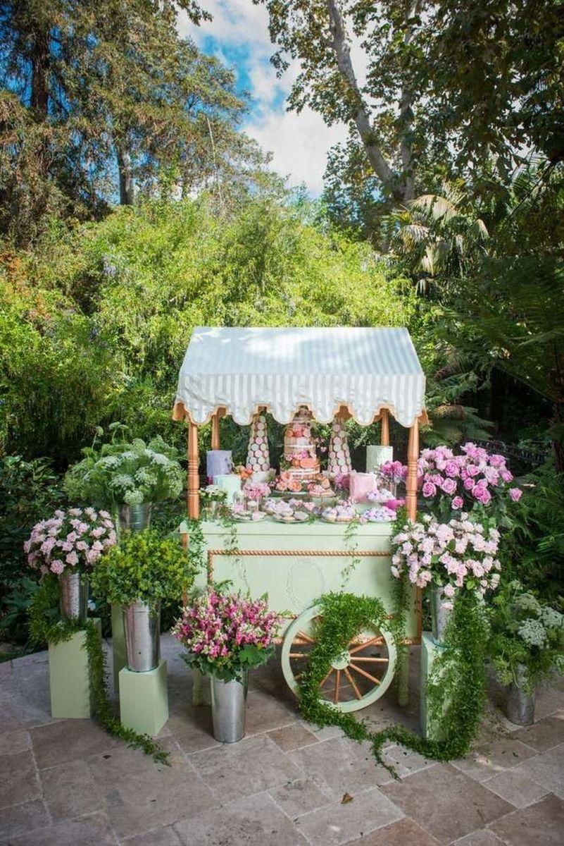 Fabulous Floral Theme Party Decor Ideas Best For Summertime 23
