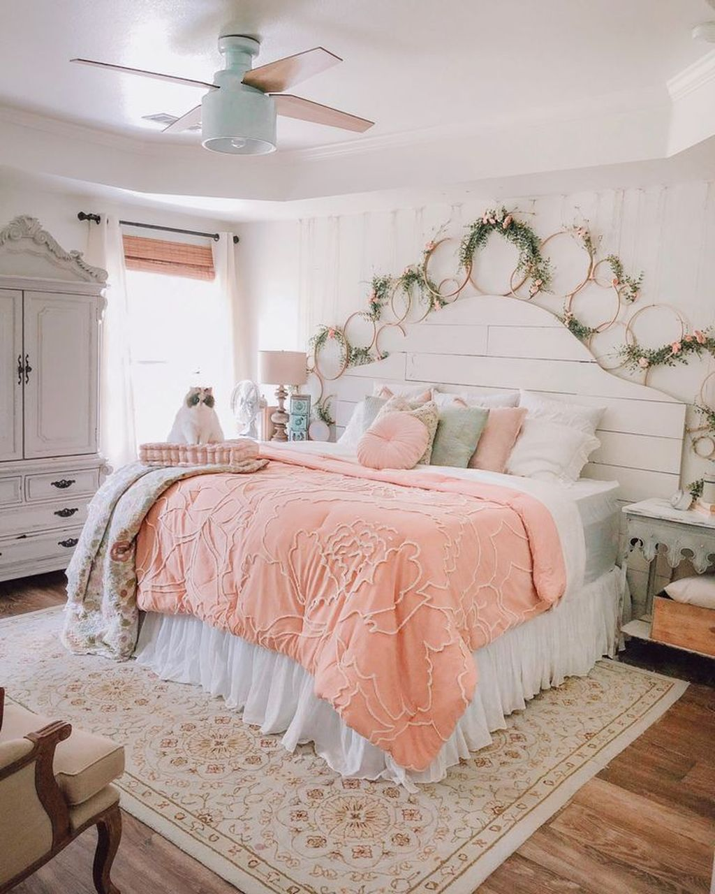 Fascinating Summer Bedroom Decor Ideas 06