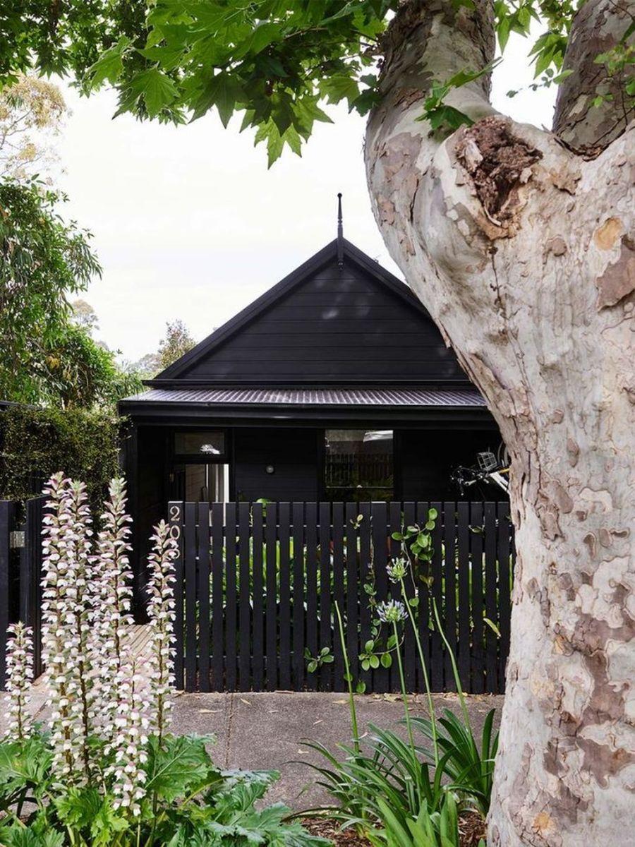 Stunning Summer House Colors Exterior Ideas 11