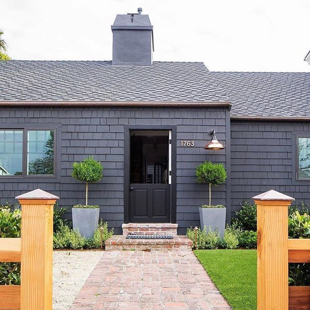 Stunning Summer House Colors Exterior Ideas 28