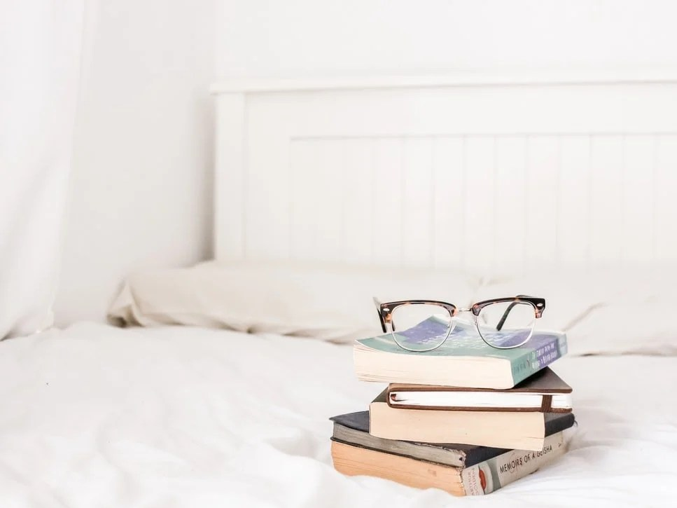 best-book-about-copywriting-books-on-bed