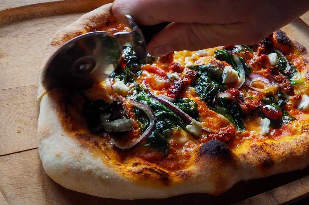 WhatsApp Image 2020 05 06 at 00.18.29 6 1024x682 - Ciasto na pizzę neapolitańską (jeszcze lepsze)