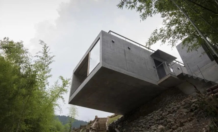 Villa in Amagawa, concrete holiday villa in Japan, Planet Creations, cantilevered house, green-roofed concrete villa