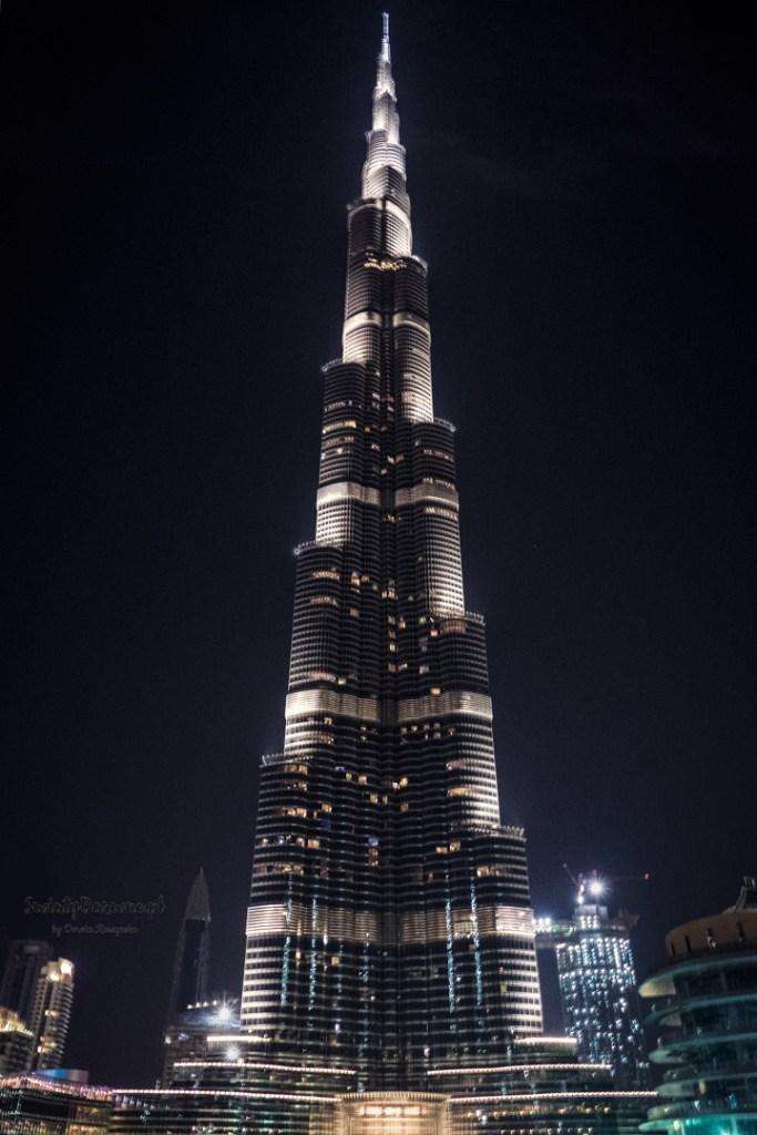 Burj Khalifa w Dubaju nocą