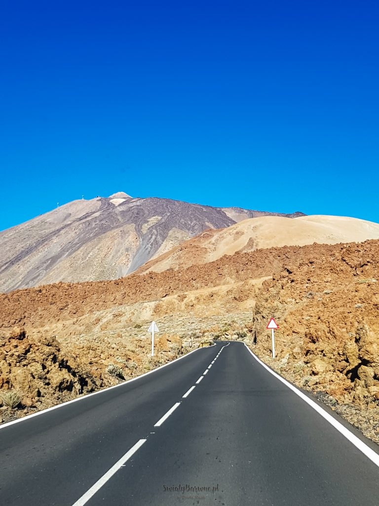 Droga prowadząca pod wulkan Teide.