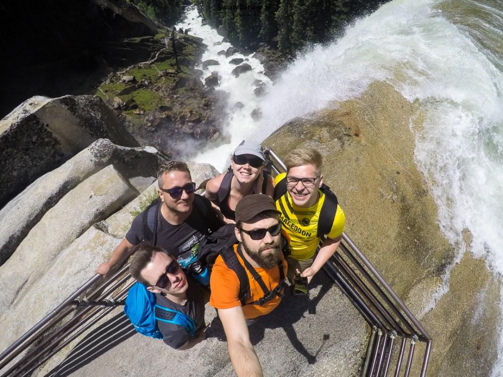 Zdjęcie grupowe u szczytu Vernal Falls