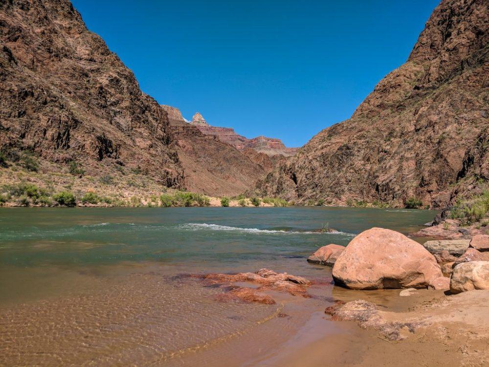 Grand Canyon - Rzeka Kolorado na dnie Wielkiego Kanionu  fot. Mateusz Antkiewicz | zdjęcie zrobione smartfonem