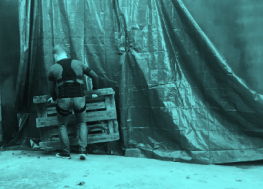 Worker using Fuze system while lifting a pallet